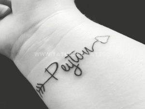 nombre tatuaje en el antebrazo 300x225 Tatuajes de Nombres