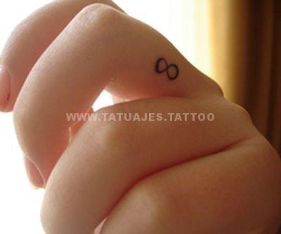 tatuaje del infinito en el dedo 4