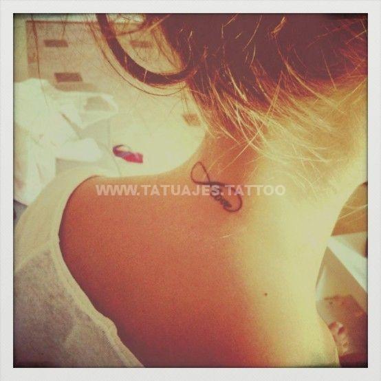 tatuaje del infinito en la nuca 2