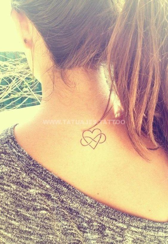 tatuaje del infinito en la nuca