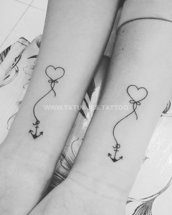50 ideas de tatuajes de corazones foto y significado tattoos para mujer hombre. Black Bedroom Furniture Sets. Home Design Ideas