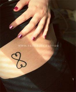tatuajes del infinito en las costillas