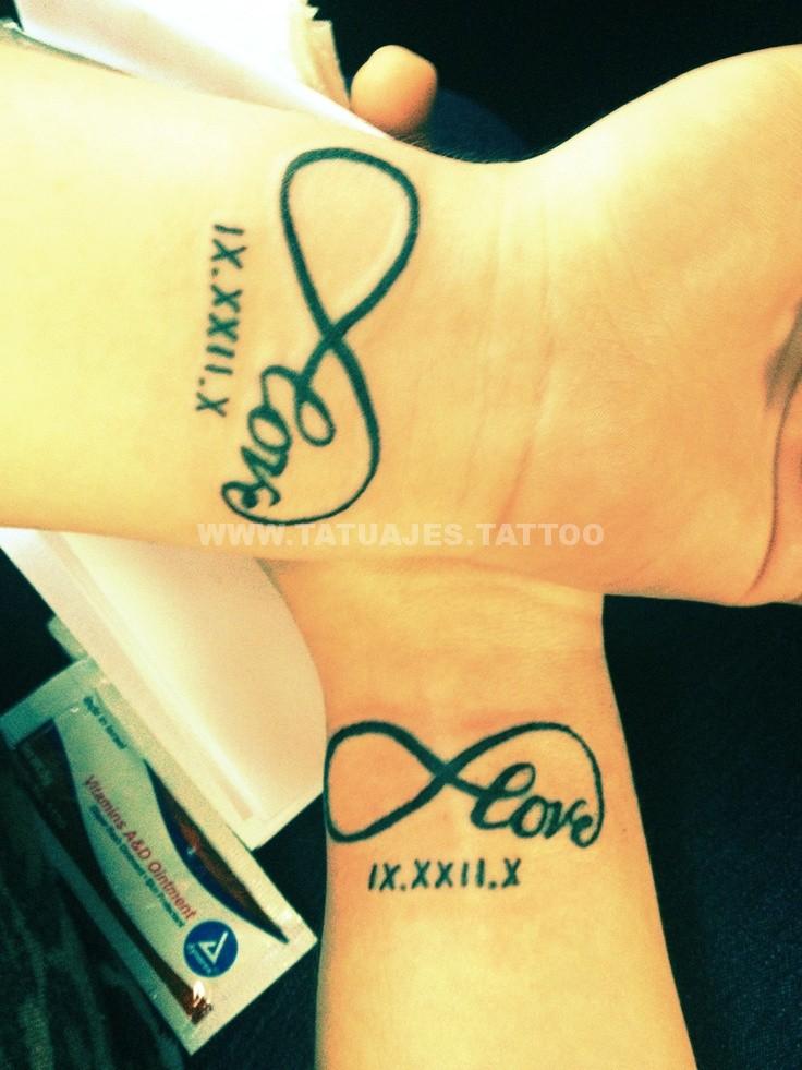 tatuajes del infinito en las muñecas