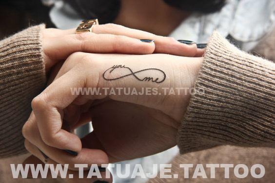 tatuaje del infinito en la mano