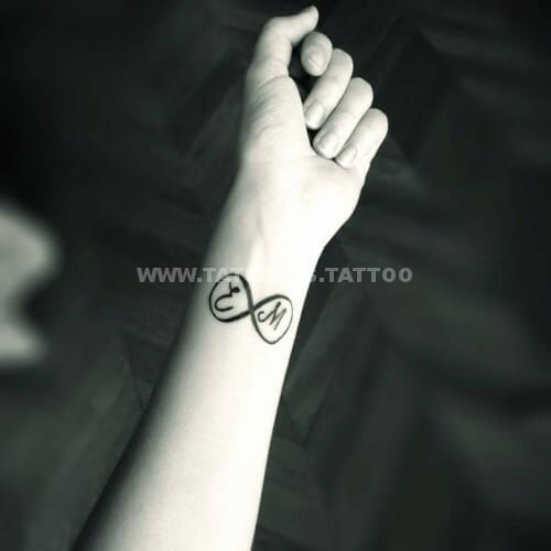 tumblr nr15zpNjgd1tsdsg2o1 500 Tatuajes de Iniciales